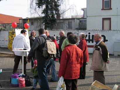 Der Andrang war groß bei dem SPD Infostand.